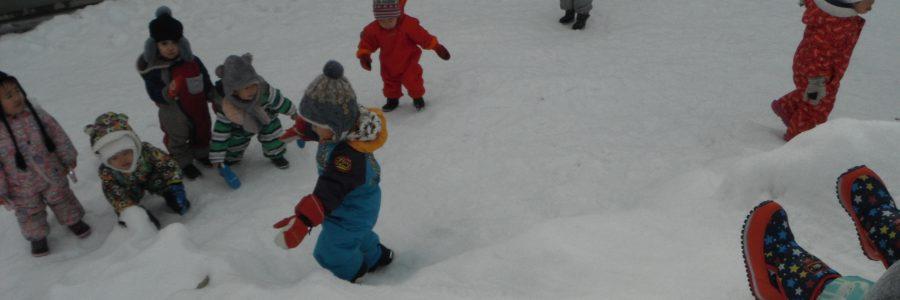 雪遊び(1歳児)