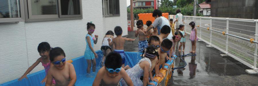プール遊び(年長児)